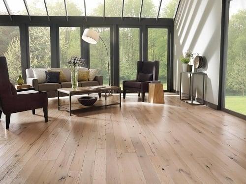 Sàn gỗ có đặc tính dễ hút ẩm
